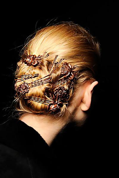 Волосы всегда были богатством женщины, их красоту подчеркивали красивые заколки для волос.Разнообразие заколок для...